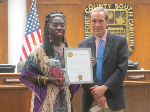 Queen Quet and Chairman Sommerville of Beaufort County Council