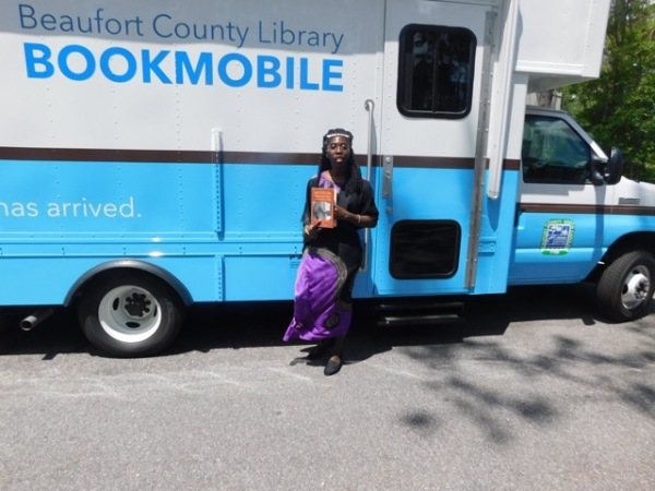 Queen Quet at the Bookmobile